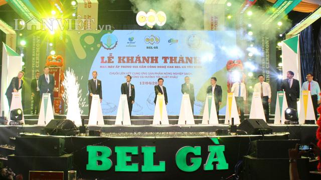 Đoàn công tác của Bộ NNPTN do Bộ trưởng Lê Minh Hoan dẫn đầu tham gia lễ cắt băng khánh thành Nhà máy ấp trứng Bel Gà Tây Ninh