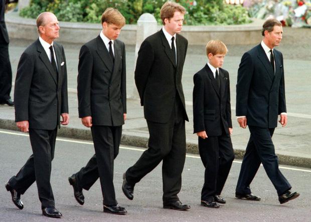 Hình ảnh cực quý tộc của đám tang Hoàng thân Philip - Ảnh 8.