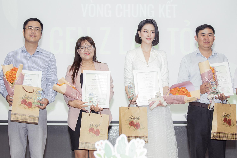 """Hoa hậu Phương Khánh khoe nhan sắc vạn người mê, đầy khí chất trên ghế nóng"""" - Ảnh 6."""