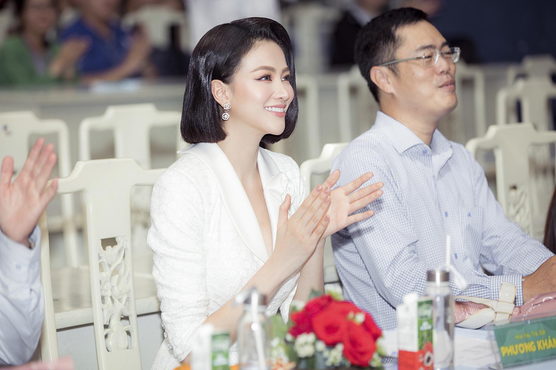"""Hoa hậu Phương Khánh khoe nhan sắc vạn người mê, đầy khí chất trên ghế nóng"""" - Ảnh 5."""