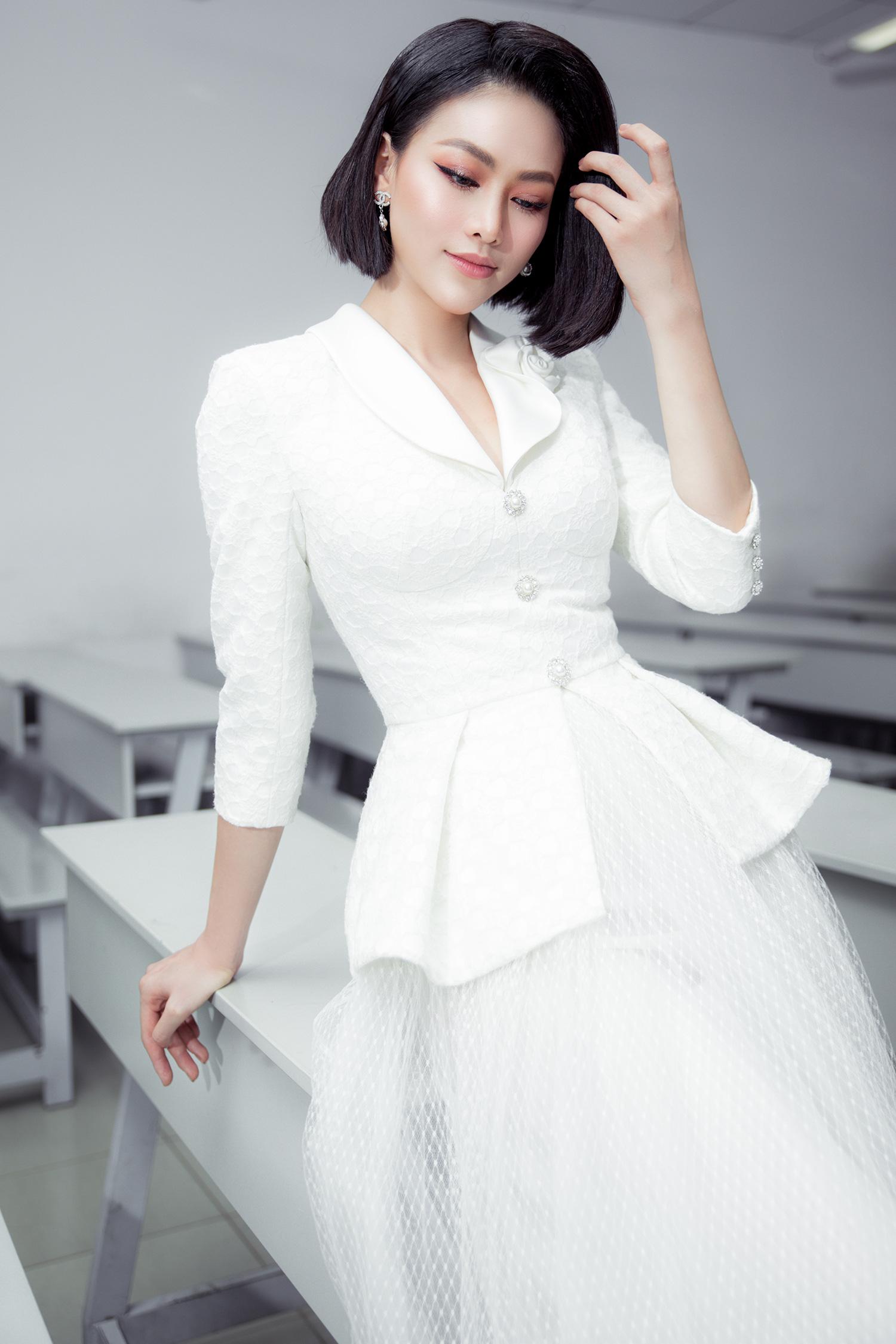 """Hoa hậu Phương Khánh khoe nhan sắc vạn người mê, đầy khí chất trên ghế nóng"""" - Ảnh 9."""