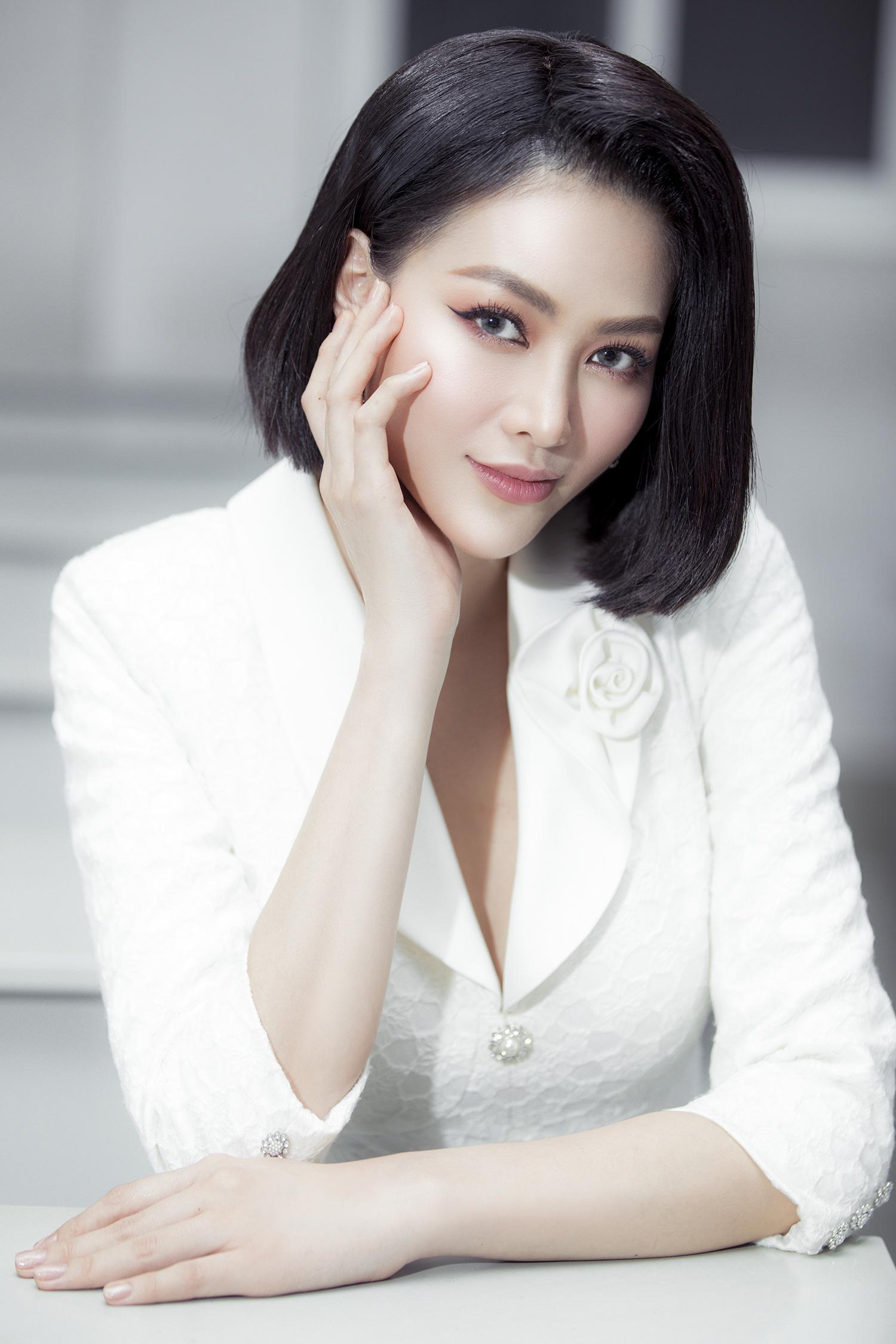 """Hoa hậu Phương Khánh khoe nhan sắc vạn người mê, đầy khí chất trên ghế nóng"""" - Ảnh 7."""