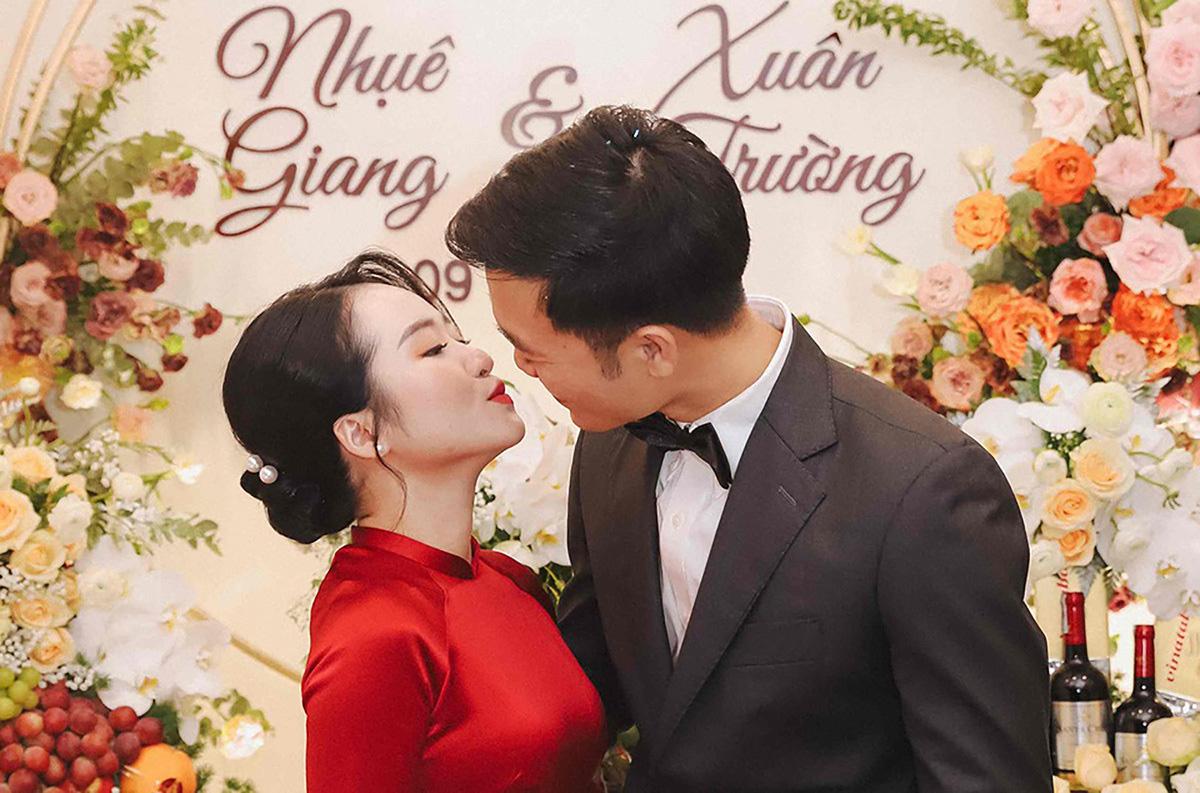 """Loạt hình Xuân Trường và Nhệ Giang cứ """"hở ra"""" là hôn nhau - Ảnh 10."""