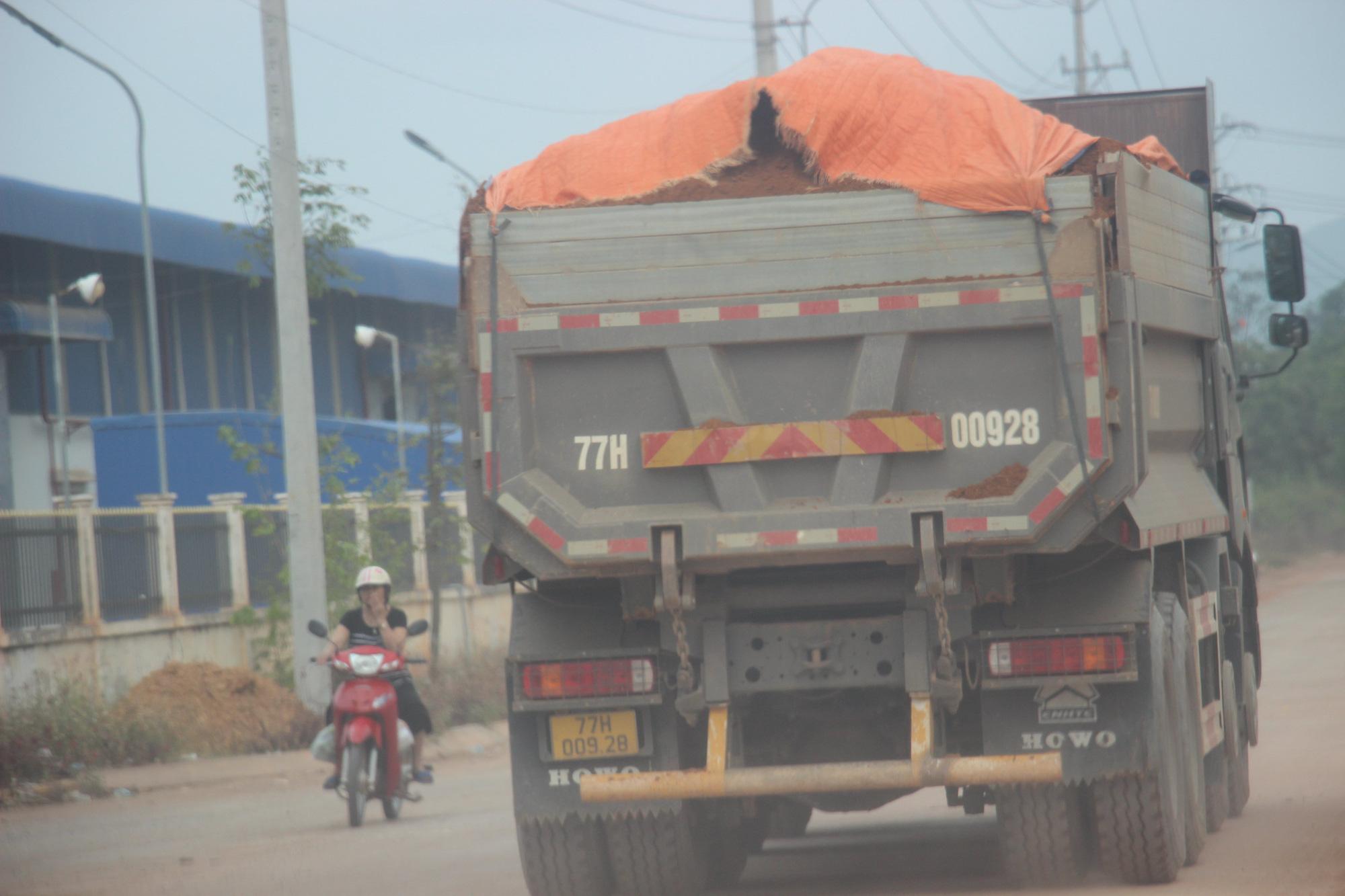 """Ảnh, Clip: Đoàn xe tải gắn logo Bá Sanh Đường """"tung hoành"""" ở Thị xã Hoài Nhơn, Bình Định - Ảnh 3."""