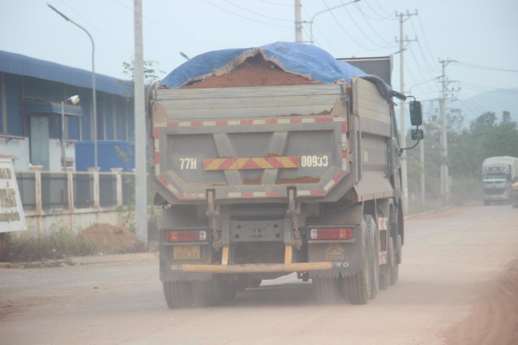"""Ảnh, Clip: Đoàn xe tải gắn logo Bá Sanh Đường """"tung hoành"""" ở Thị xã Hoài Nhơn, Bình Định - Ảnh 4."""