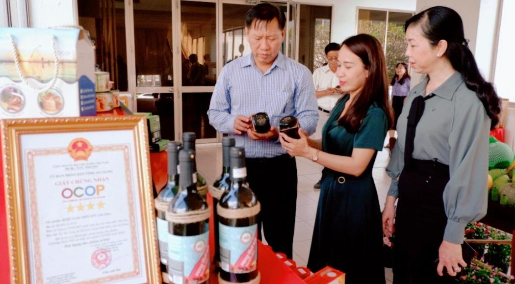"""24 tỉnh, thành tham gia """"Ngày hội Sản phẩm OCOP và hàng hóa đặc trưng các tỉnh thành năm 2021"""" tại Châu Đốc - Ảnh 2."""