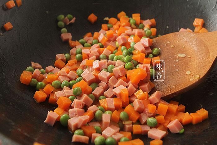 Cơm rang cho thêm loại quả này càng thêm hấp dẫn, ăn một miếng là không thể dừng - Ảnh 6.