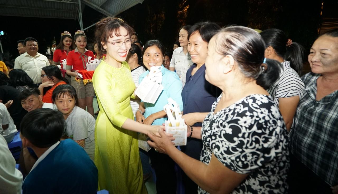 Nữ tỷ phú Nguyễn Thị Phương Thảo dành tặng Huân chương Bắc đẩu bội tinh cho 30.000 cán bộ nhân viên - Ảnh 3.