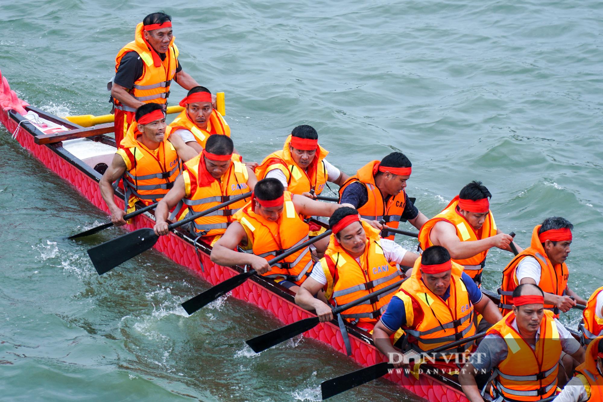 Phú Thọ: Kịch tính giải đua bơi chải chào mừng ngày giỗ Tổ Hùng Vương - Ảnh 8.