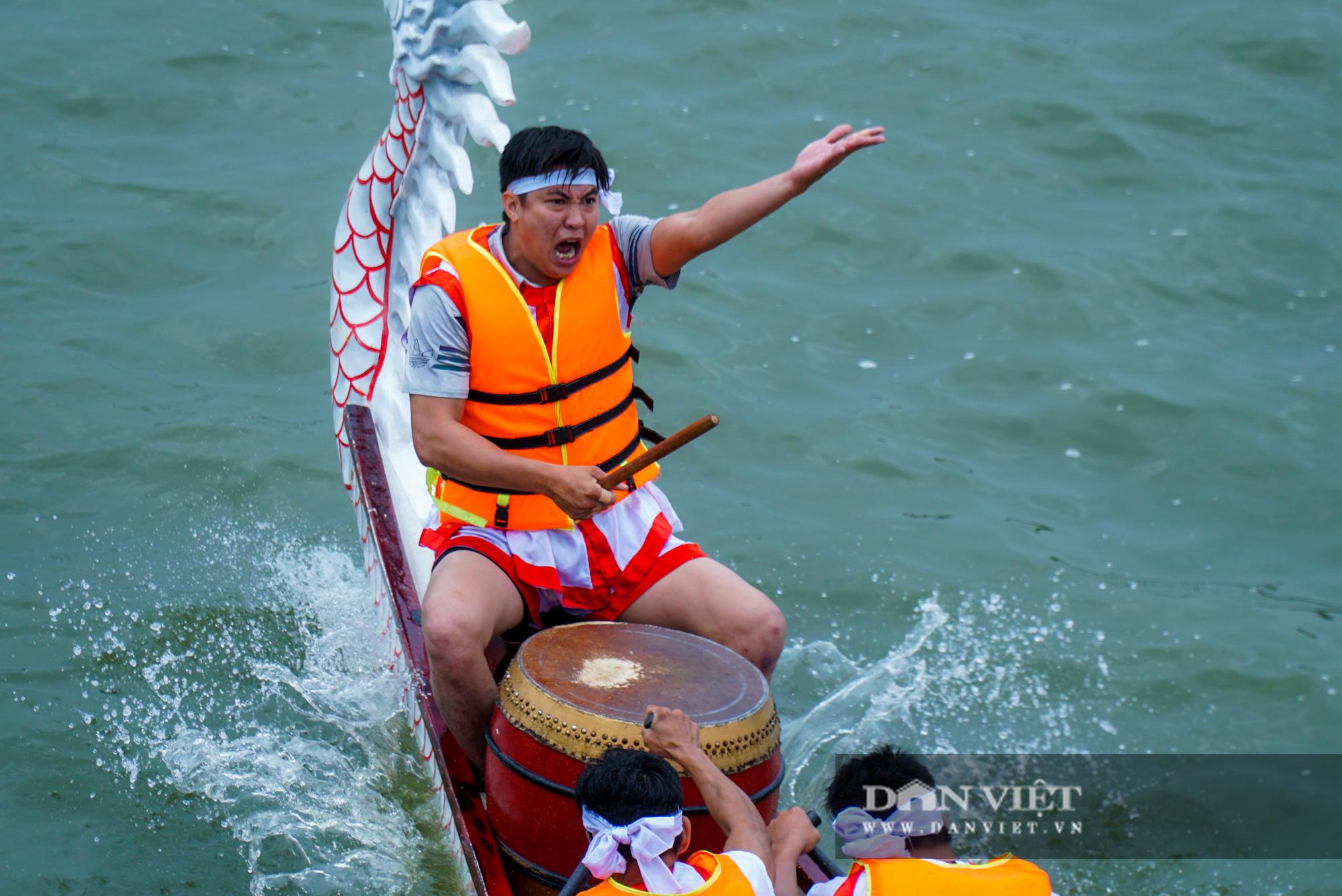 Phú Thọ: Kịch tính giải đua bơi chải chào mừng ngày giỗ Tổ Hùng Vương - Ảnh 10.