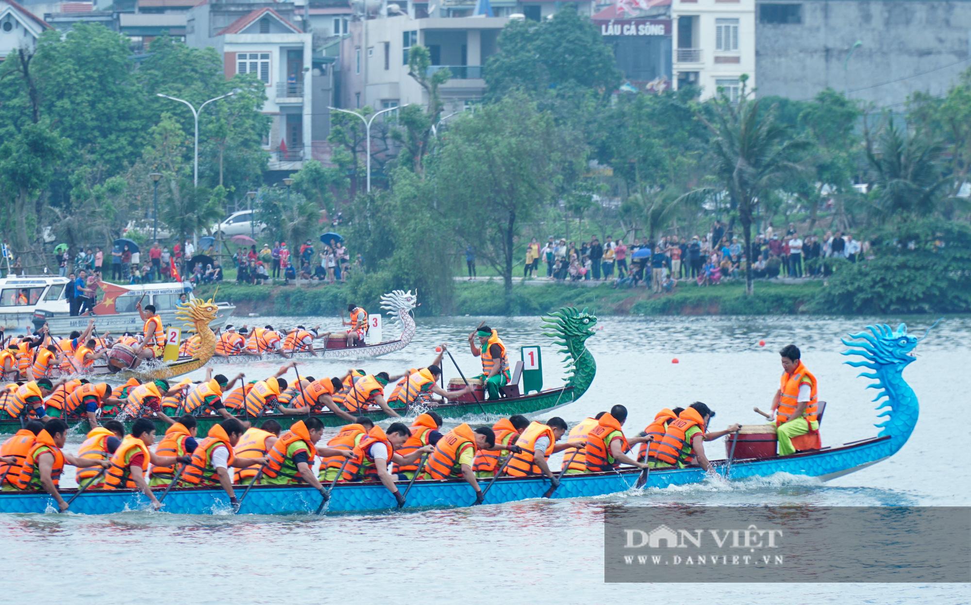 Phú Thọ: Kịch tính giải đua bơi chải chào mừng ngày giỗ Tổ Hùng Vương - Ảnh 4.