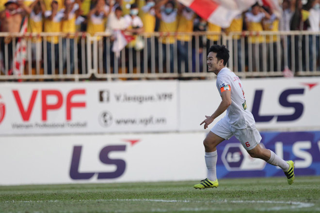 Xuân Trường ăn mừng bàn thắng duy nhất giúp HAGL đá bại Hà Nội FC 1-0 ở vòng 10 V.League 2021. Ảnh: 24h