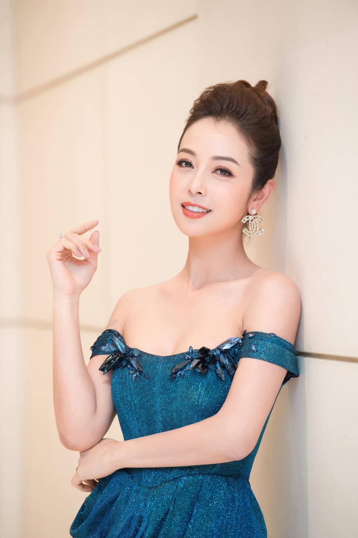 Hoa hậu Jennifer Phạm xinh đẹp rạng rỡ ở tuổi 36 - Ảnh 2.