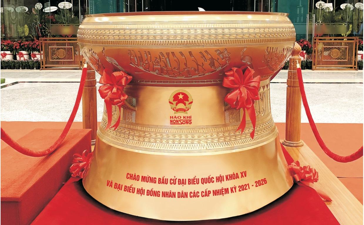 Đúc trống đồng Đông Sơn nặng 300kg chào mừng bầu cử Quốc hội khoá XV - Ảnh 2.