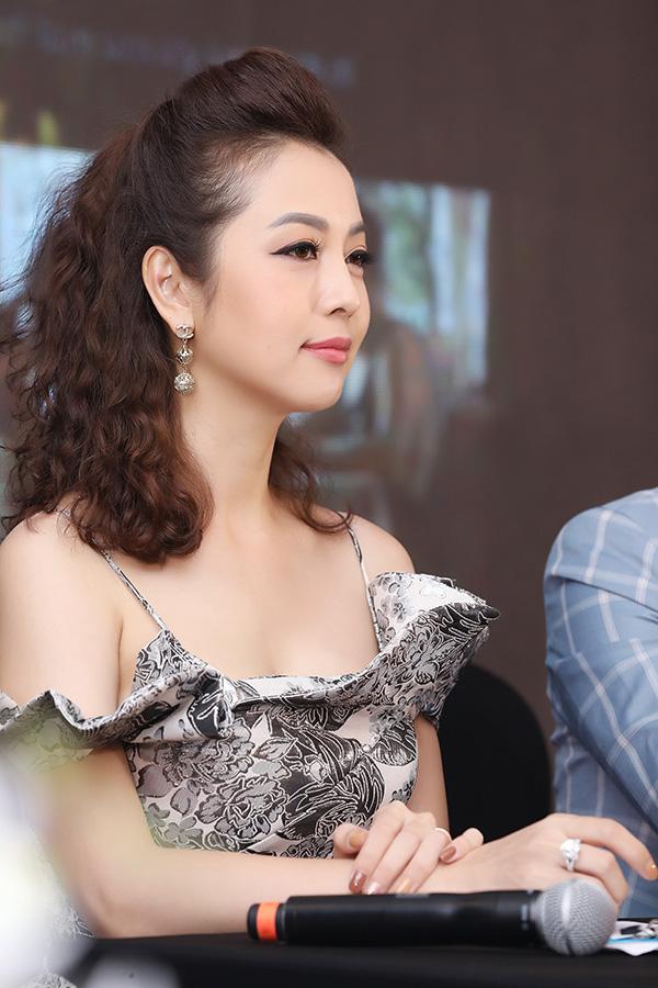 Hoa hậu Jennifer Phạm xinh đẹp rạng rỡ ở tuổi 36 - Ảnh 4.