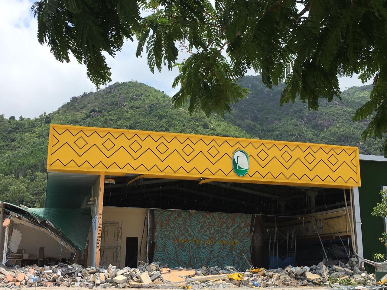 Nha Trang: Nhiều công trình xây dựng trái phép vẫn chưa tự nguyện tháo dỡ - Ảnh 3.