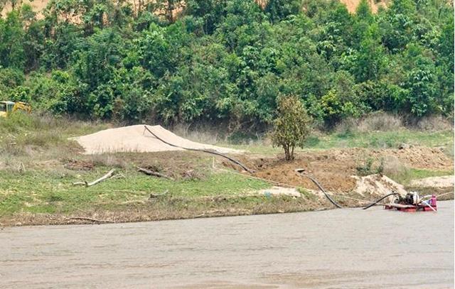 Quảng Ngãi: 2 Chủ dự án thuỷ điện cho khai thác cát trái phép ở lòng hồ chứa  - Ảnh 3.