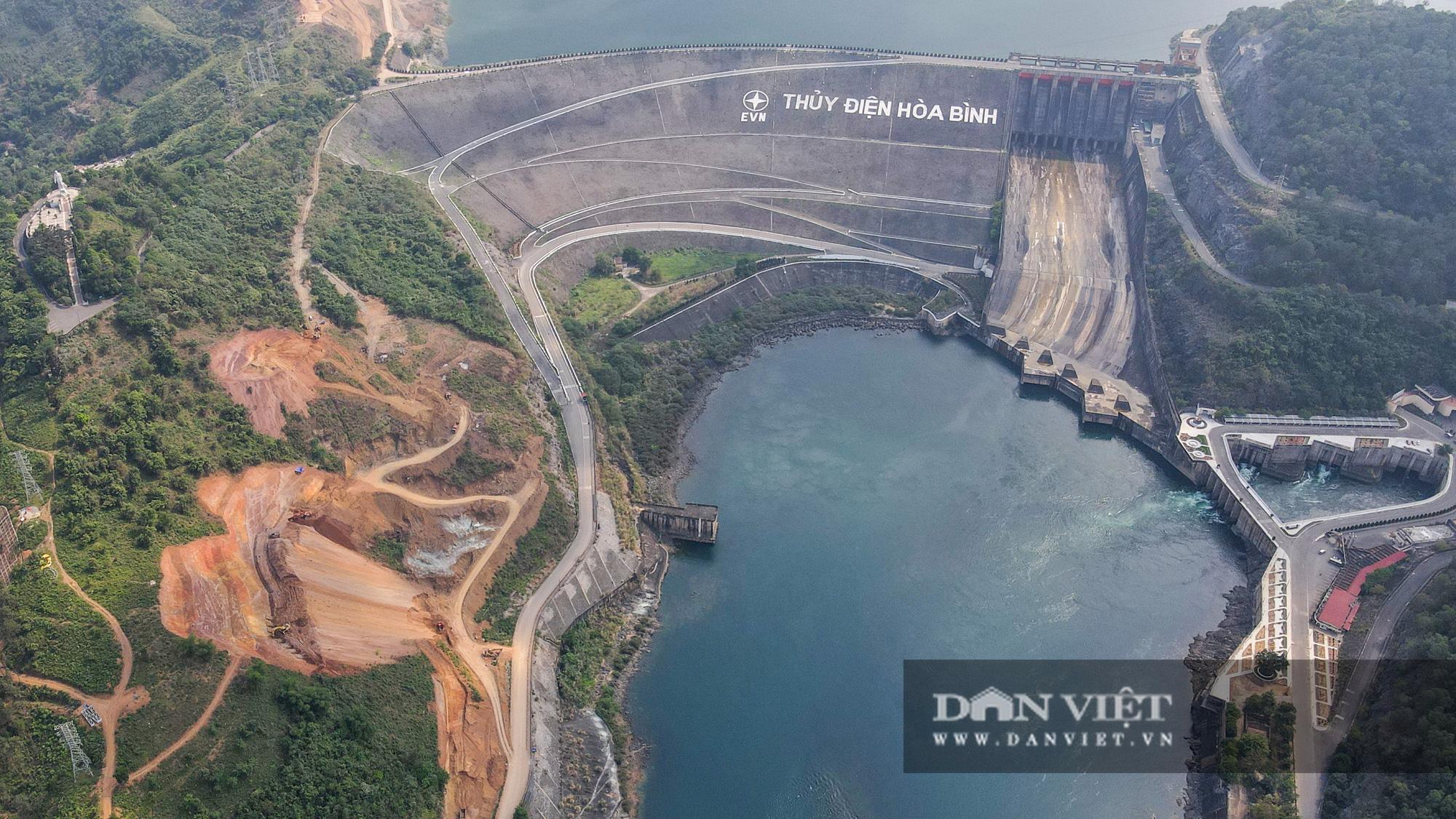 Công trình mở rộng nhà máy thuỷ điện Hoà Bình hơn 9000 tỷ nhìn từ trên cao  - Ảnh 1.
