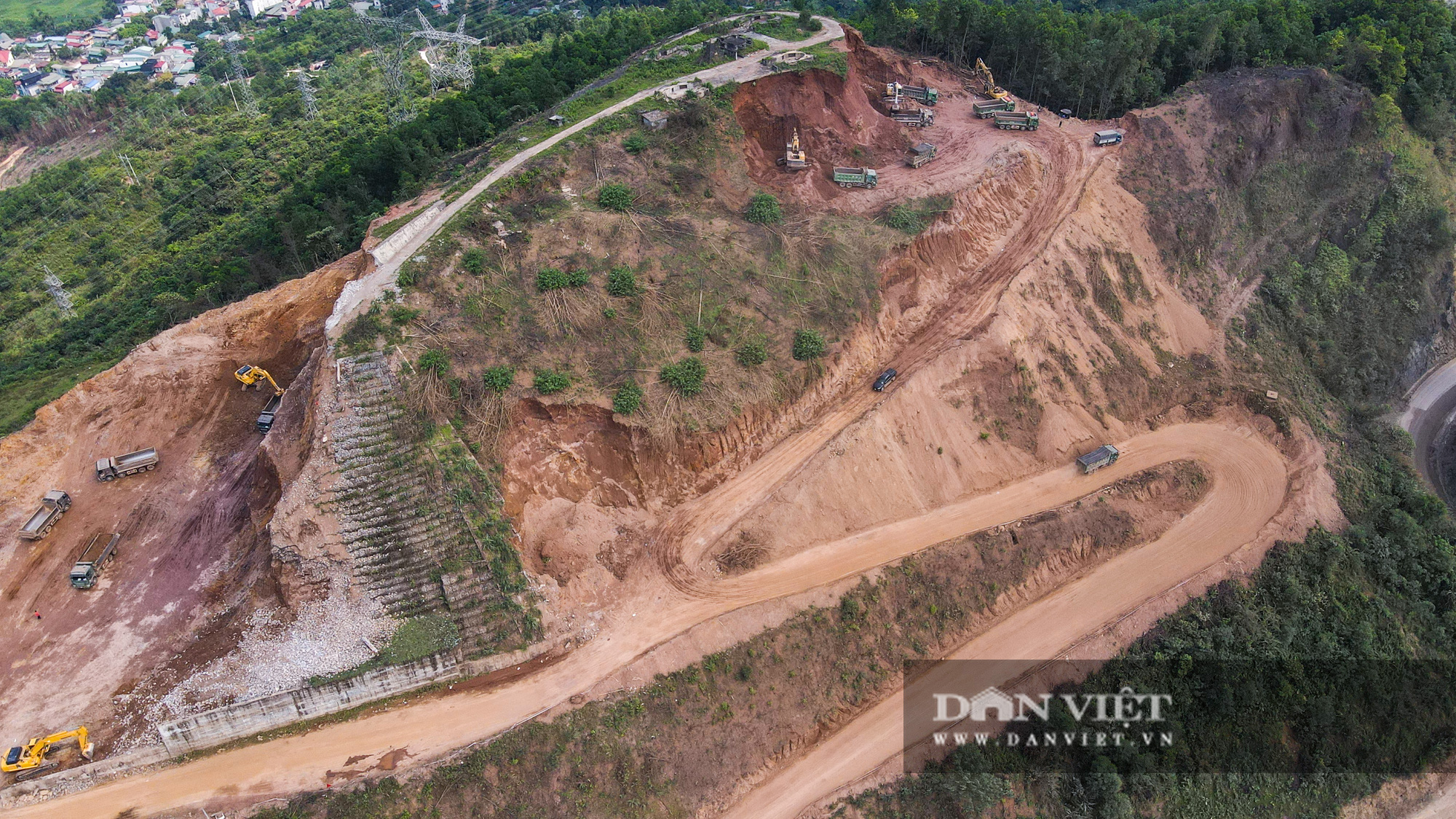 Công trình mở rộng nhà máy thuỷ điện Hoà Bình hơn 9000 tỷ nhìn từ trên cao  - Ảnh 6.