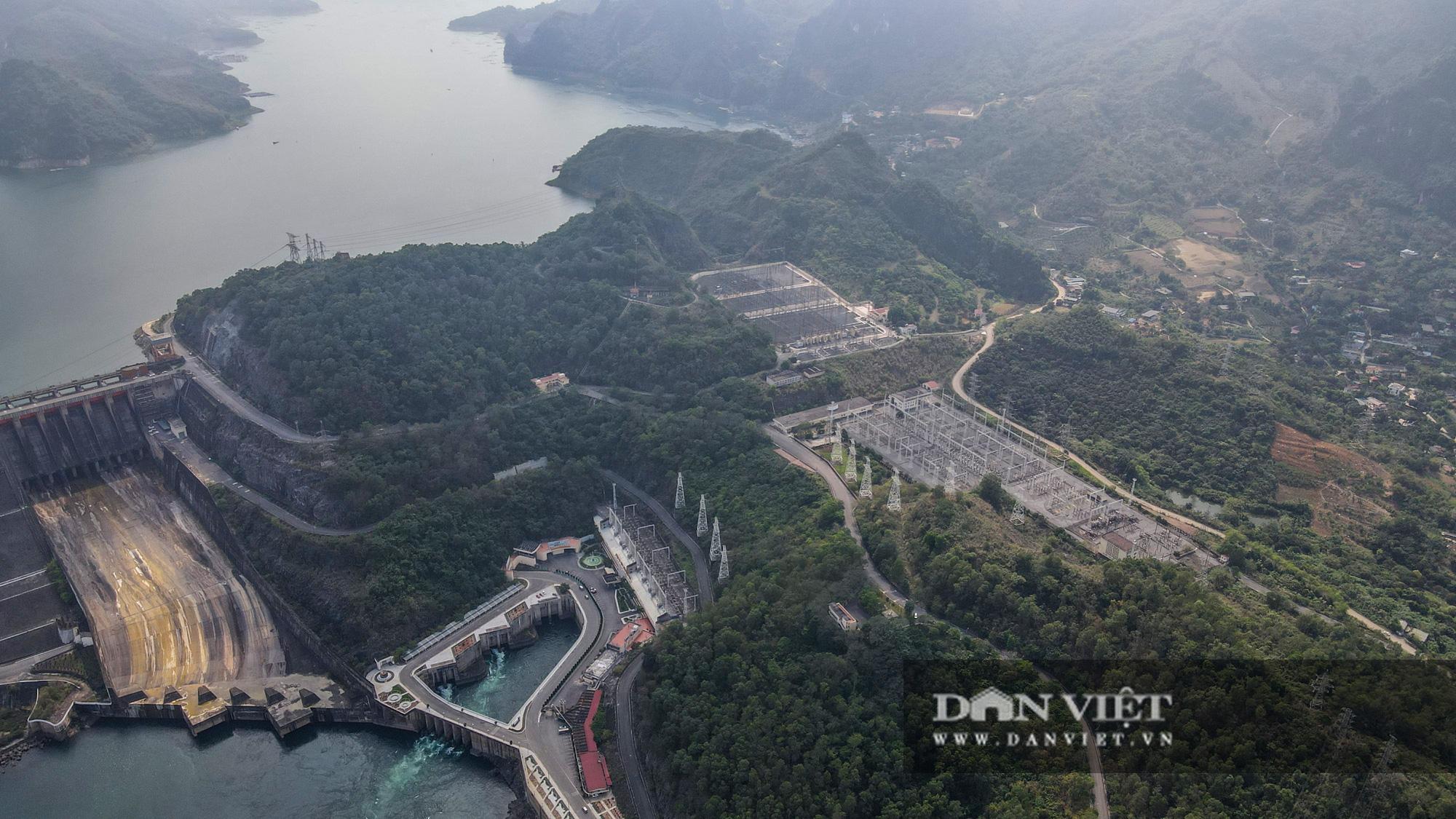 Công trình mở rộng nhà máy thuỷ điện Hoà Bình hơn 9000 tỷ nhìn từ trên cao  - Ảnh 3.