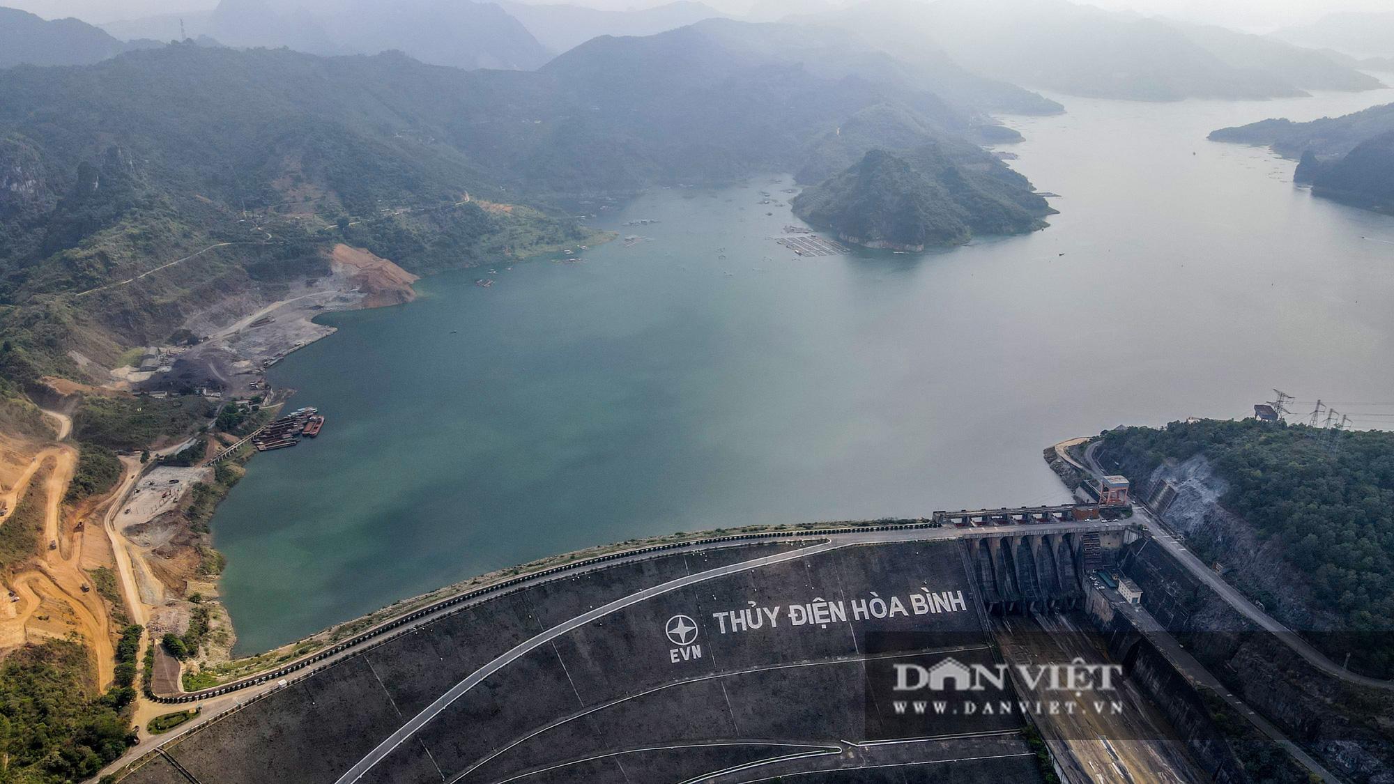 Công trình mở rộng nhà máy thuỷ điện Hoà Bình hơn 9000 tỷ nhìn từ trên cao  - Ảnh 9.