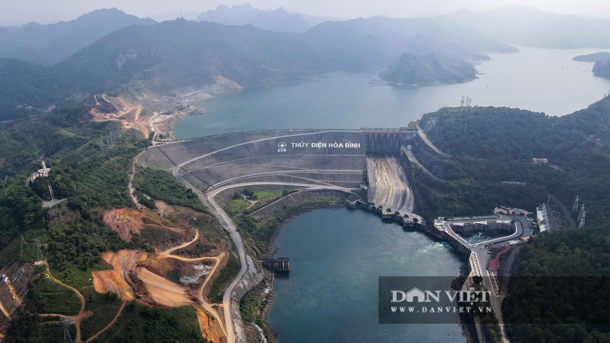 Công trình mở rộng nhà máy thuỷ điện Hoà Bình hơn 9000 tỷ nhìn từ trên cao  - Ảnh 12.