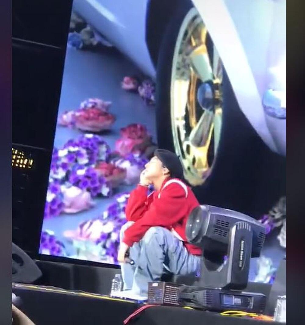 """Sơn Tùng M-TP mắc sự cố """"đỏ mặt"""" trên sân khấu - Ảnh 2."""