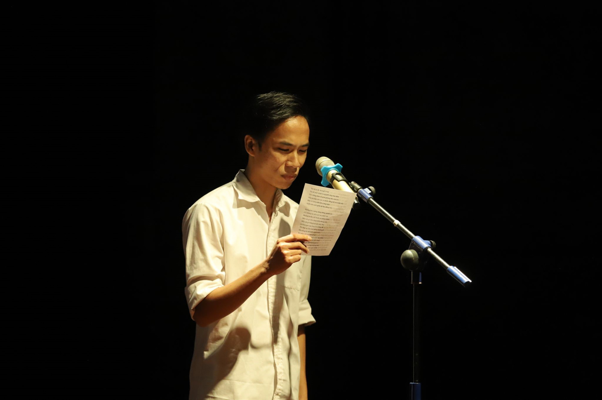"""""""Se sẽ 2021"""" - Khi thơ Lưu Quang Vũ - Xuân Quỳnh được cất lên bằng 20 ngôn ngữ khác nhau - Ảnh 11."""