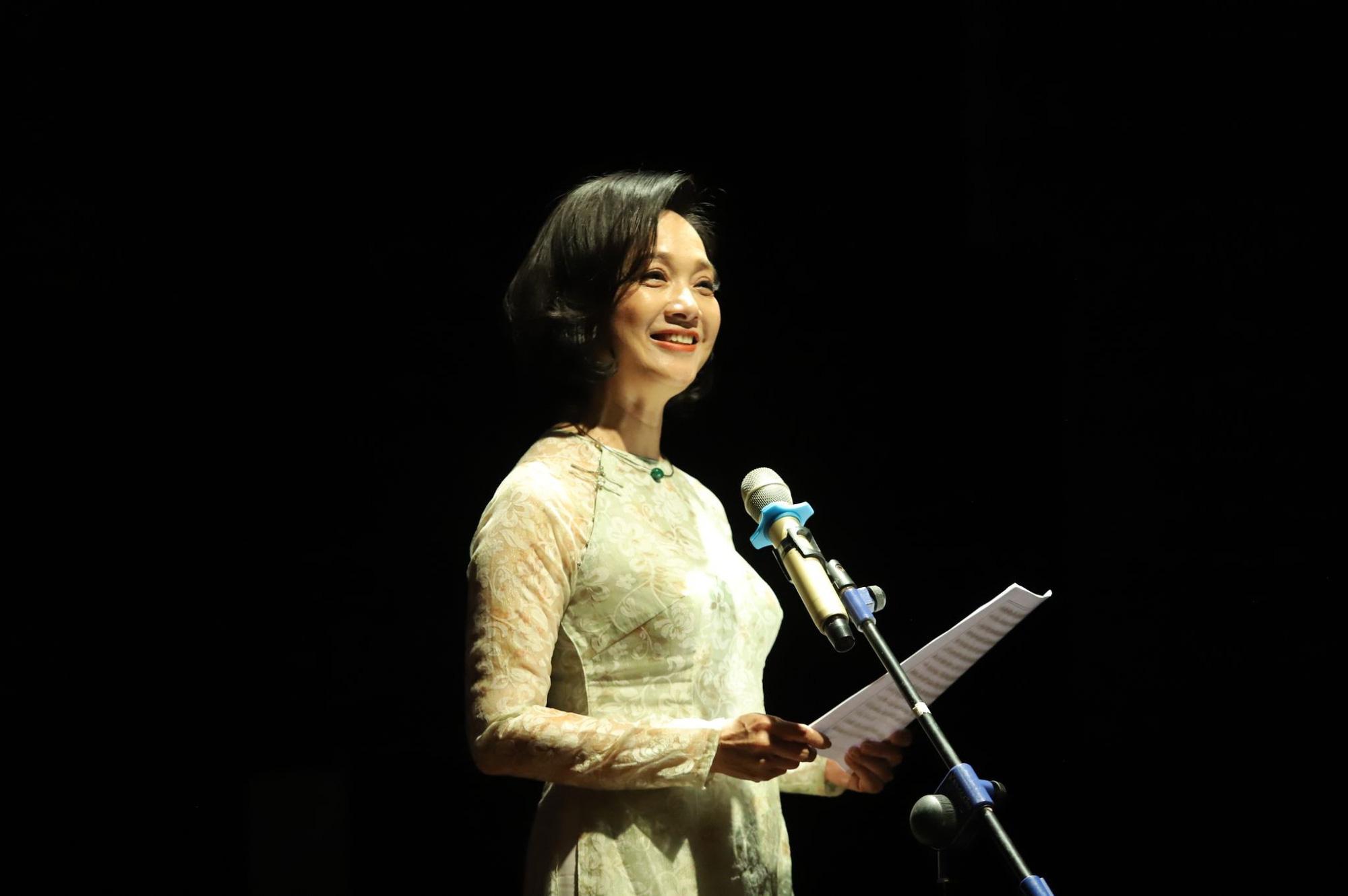 """""""Se sẽ 2021"""" - Khi thơ Lưu Quang Vũ - Xuân Quỳnh được cất lên bằng 20 ngôn ngữ khác nhau - Ảnh 6."""