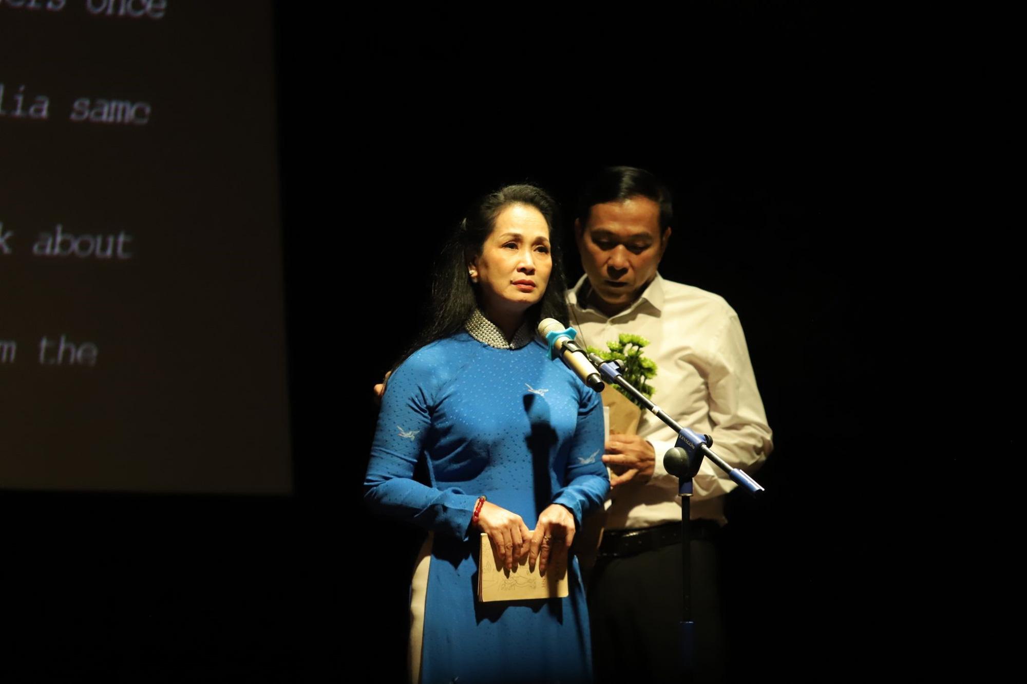 """""""Se sẽ 2021"""" - Khi thơ Lưu Quang Vũ - Xuân Quỳnh được cất lên bằng 20 ngôn ngữ khác nhau - Ảnh 8."""