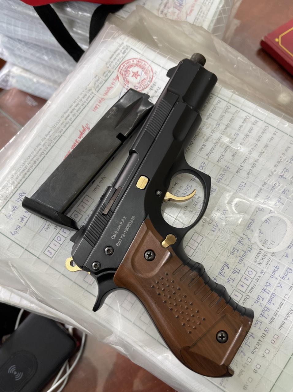 Vụ dùng súng bắn người rồi bỏ trốn: Nghi phạm nợ nạn nhân 4 triệu đồng - Ảnh 3.