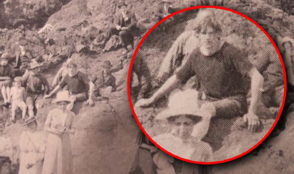 SỐC: Bức ảnh chụp năm 1917 là bằng chứng về khả năng du hành thời gian  - Ảnh 1.