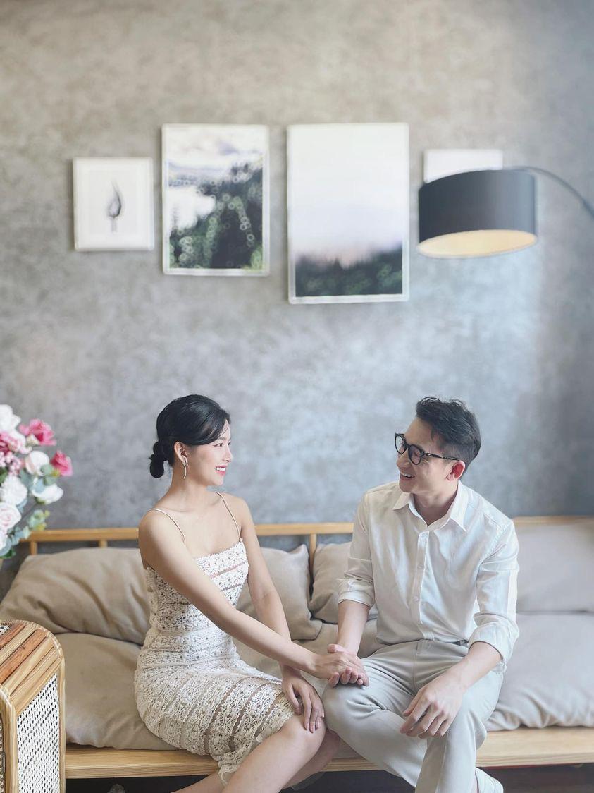 Phan Mạnh Quỳnh chuẩn bị kết hôn với bạn gái xinh đẹp kém 4 tuổi? - Ảnh 1.