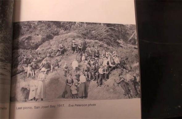 SỐC: Bức ảnh chụp năm 1917 là bằng chứng về khả năng du hành thời gian  - Ảnh 2.