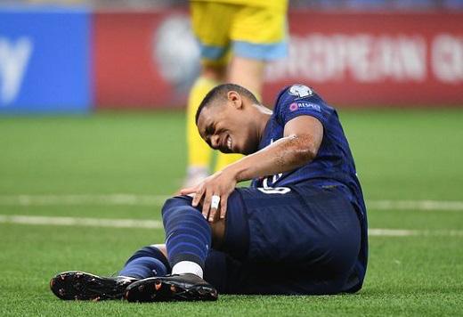 Martial chấn thương không nhẹ như dự kiến.