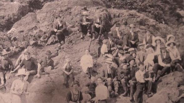 SỐC: Bức ảnh chụp năm 1917 là bằng chứng về khả năng du hành thời gian  - Ảnh 4.