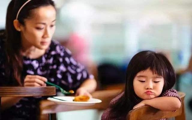 3 hành vi của cha mẹ có thể làm hỏng con, dù vô ý hay cố ý - Ảnh 3.