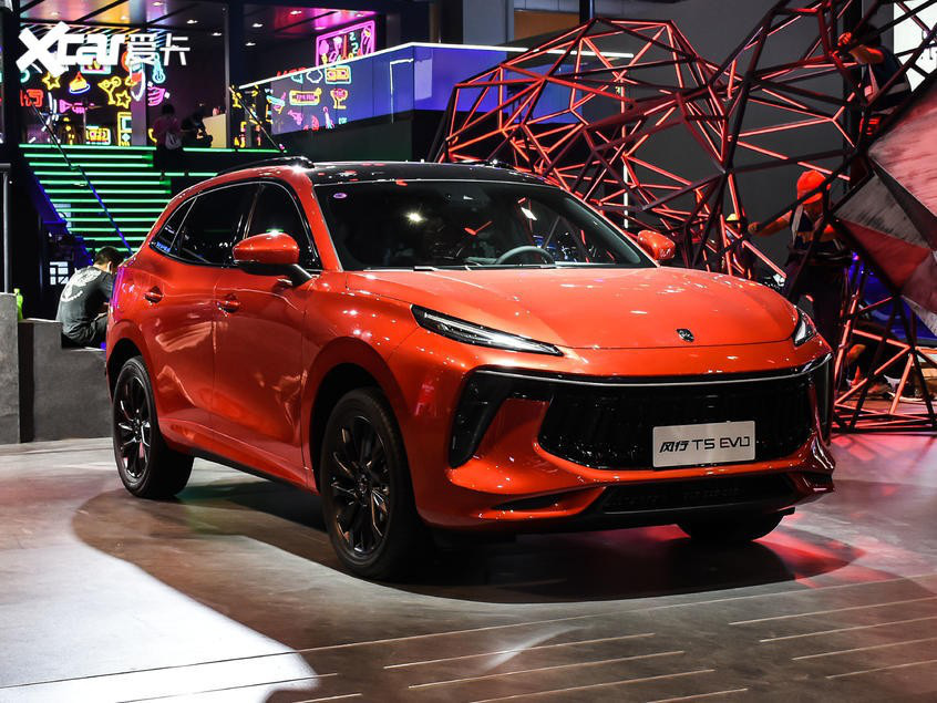 """Xe Trung Quốc Dongfeng """"nhái"""" Porsche, giá ngỡ ngàng tại Việt Nam - Ảnh 4."""