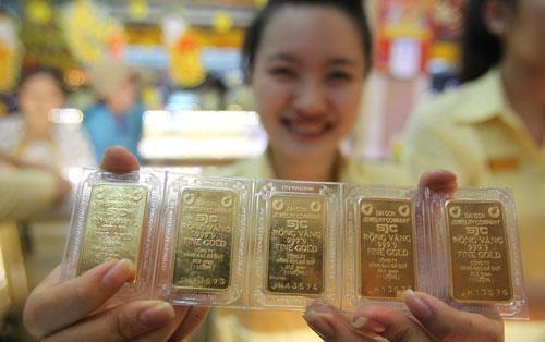 Giá vàng tăng vọt từ sáng tới chiều, 2 ngày tăng gần cả triệu đồng - Ảnh 1.