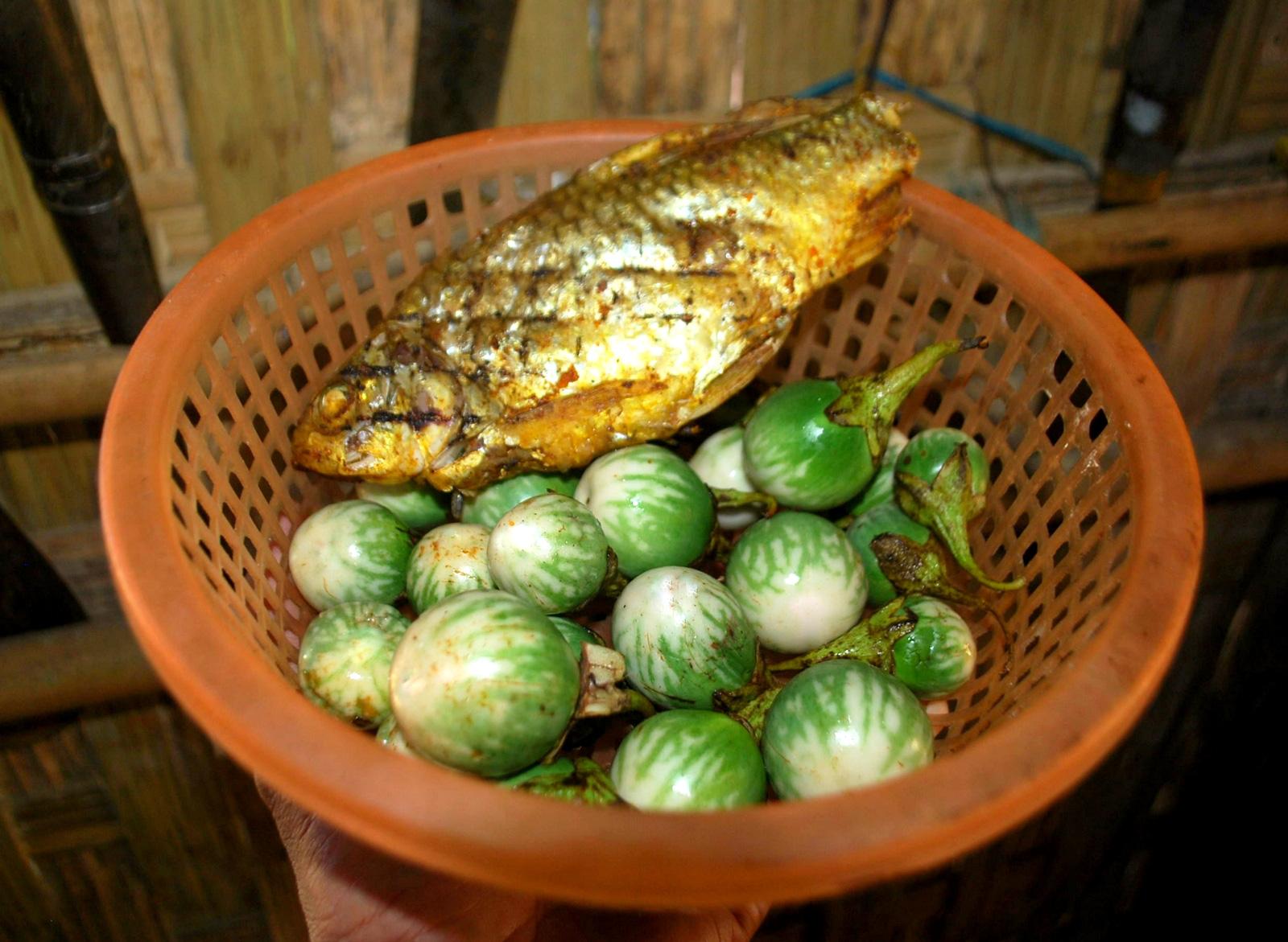 Kể chuyện làng: Lên Trường Sơn ăn món cà đắng của người Cơ Tu - Ảnh 1.