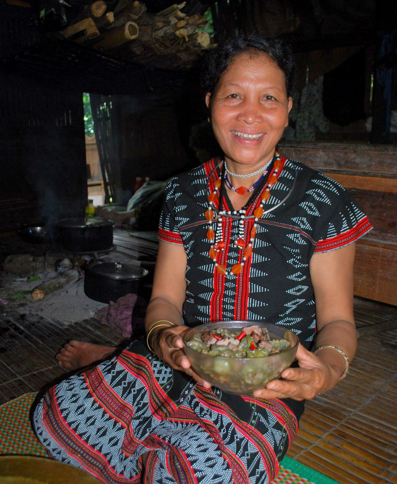 Kể chuyện làng: Lên Trường Sơn ăn món cà đắng của người Cơ Tu - Ảnh 3.