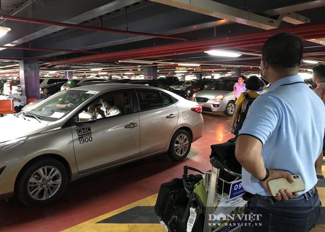 Xe công nghệ chính thức có làn đón khách riêng tại sân bay Tân Sơn Nhất - Ảnh 2.