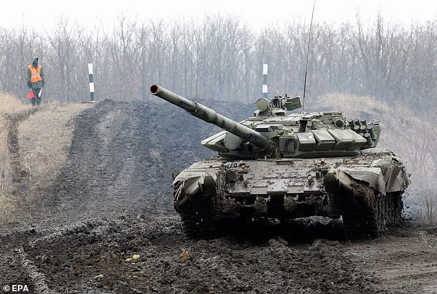 Nga đưa quân đến sát sườn Ukraine, phương Tây ngồi trên đống lửa
