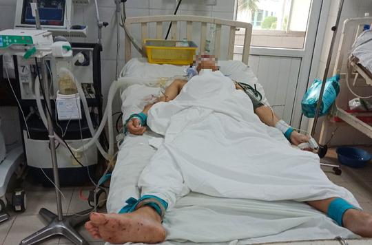 Án mạng kinh hoàng do ghen tuông tại quán nhậu Lương Sơn: CA đang giám sát nghi can tại bệnh viện đề phòng tự tử - Ảnh 1.