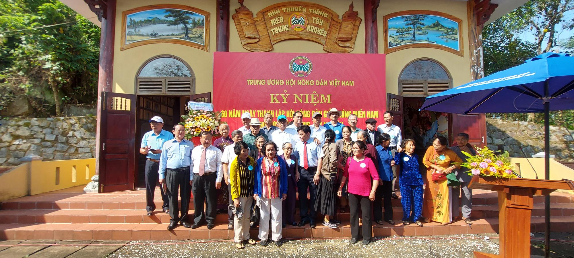Trung ương Hội Nông dân Việt Nam về nguồn tưởng nhớ các anh hùng nông dân - Ảnh 1.