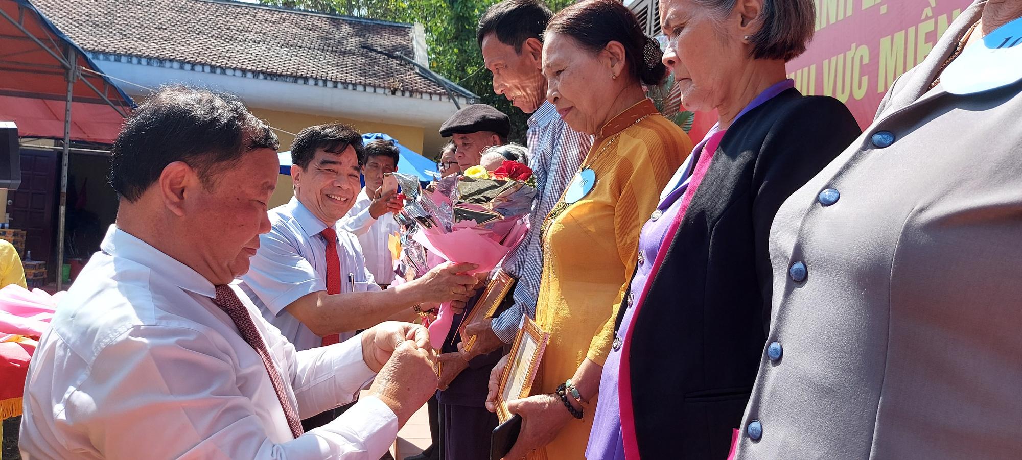 Trung ương Hội Nông dân Việt Nam về nguồn tưởng nhớ các anh hùng nông dân - Ảnh 6.