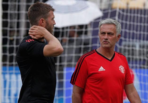 Carrick từng được Mourinho chỉ dẫn hồi còn ở M.U.