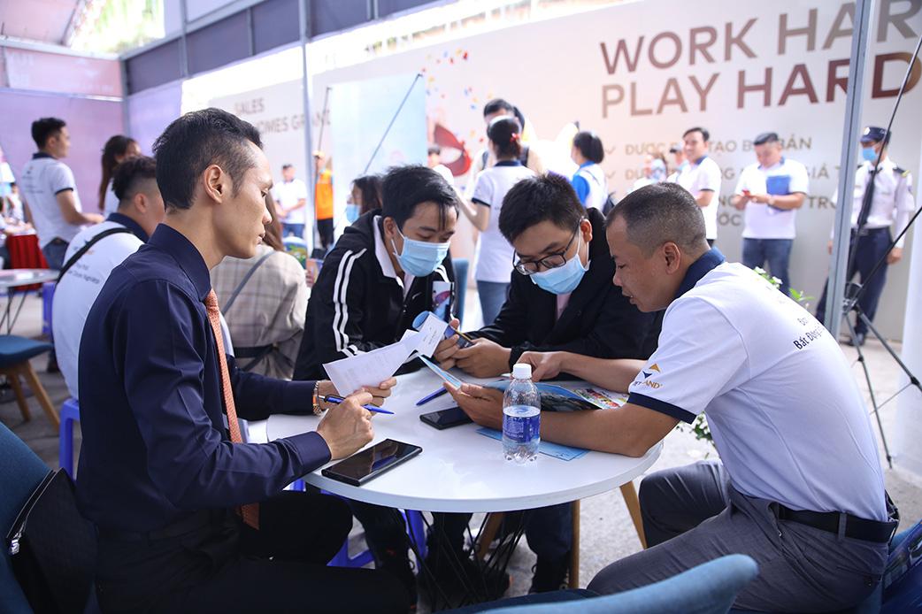 Hàng vạn ứng viên tham dự Đại hội tuyển dụng Bất động sản lớn nhất năm 2021 - Ảnh 1.