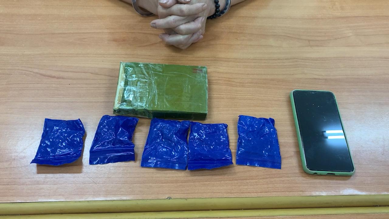 """Tóm gọn """"nữ quái"""" ôm ma túy từ biên giới vào Việt Nam - Ảnh 2."""