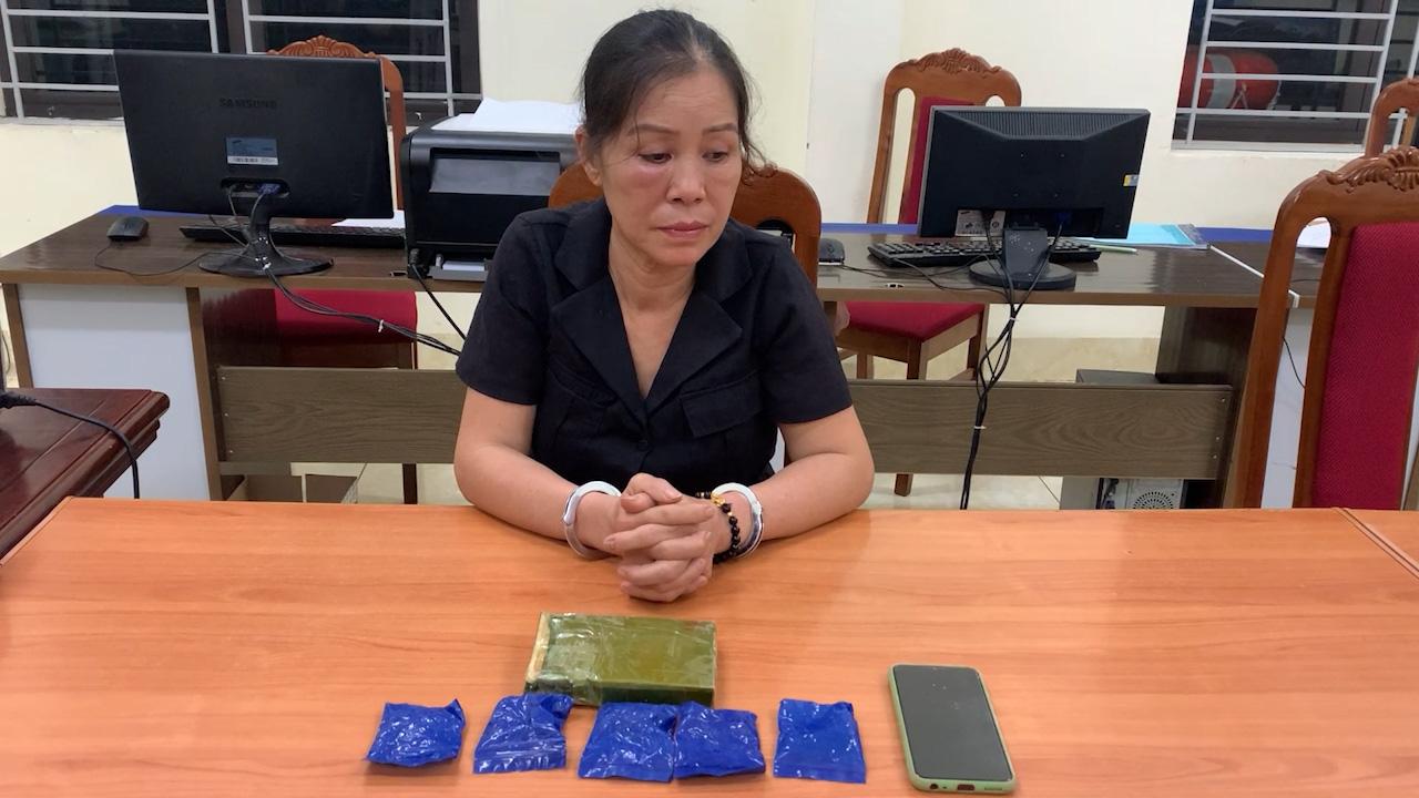 """Tóm gọn """"nữ quái"""" ôm ma túy từ biên giới vào Việt Nam - Ảnh 1."""